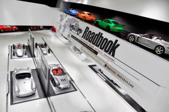 21 modele Porsche - Roadbook. The Porsche Museum on the road around the world
