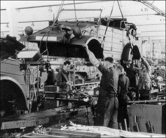 Kubelwagen Type 82 pe linia de montaj in 1940