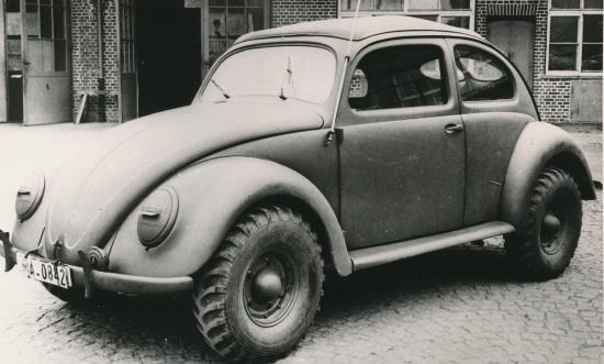 Volkswagen Kaffer Type 87 Kommandeurswagen realizat pe platforma Kubelwagen-ului si beneficia de tractiune integrala
