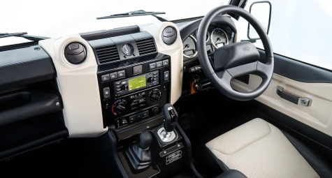 Cockpit Land Rover Defender V8