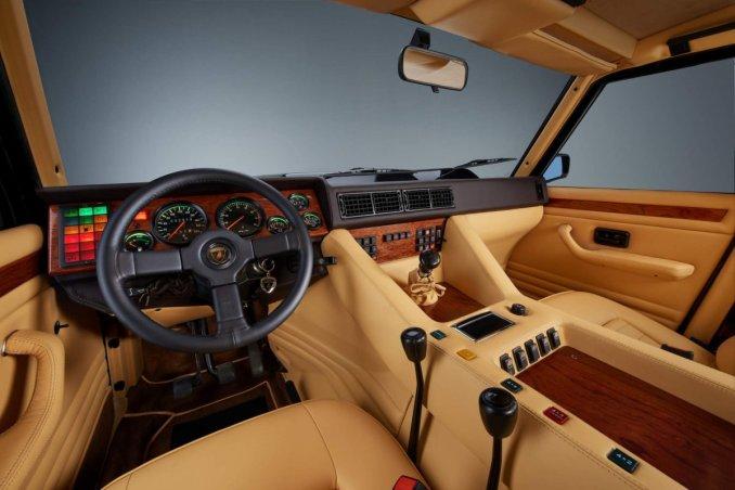 Cockpit Lamborghini LM002