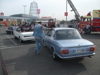 BMW 1602 & Dodge 400 la startul primei probe