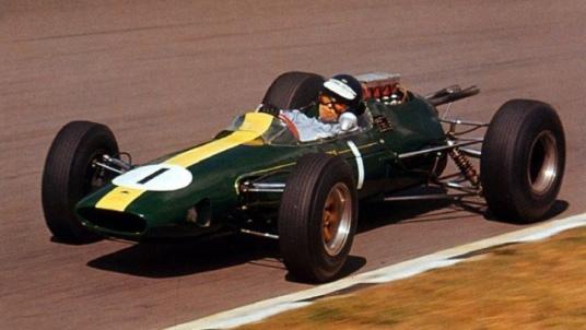 Jim Clark cu Lotus 25 in 1964