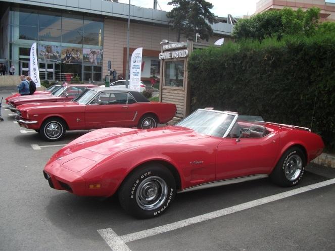 Chevrolet Corvette C3 Cabrio & Ford Mustang V8