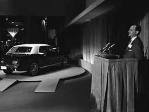 Lee Iacocca la lansarea Ford-ului Mustang in aprilie 1964