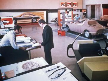 Centrul de design Opel cu un prototip Opel GT la scara reala