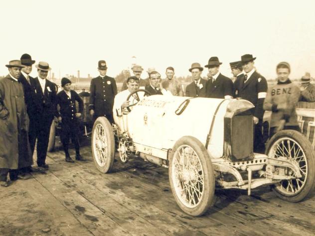 Bob Burman cu Blitzen Benz înainte de start la Daytona Beach pe 23 aprilie 1911