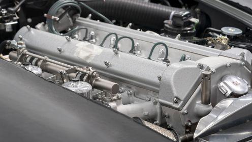 Motor cu 6 cilindri de 4L