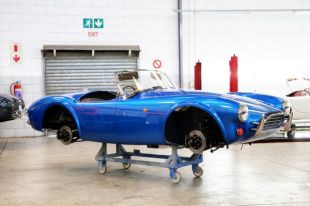 AC Cobra 378 Superblower Mark IV în fabrica AC Cars